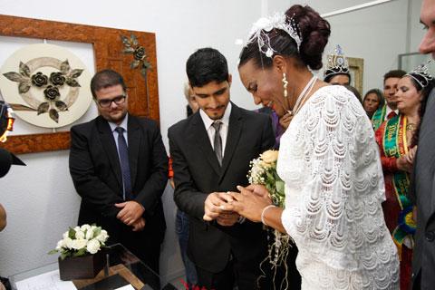 O casamento de Gloria Crystal